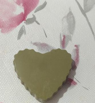 Corrector verde para cubrir granitos y rojeces del rostro, te dejará el aspecto de una piel lisa como la de un bebé.